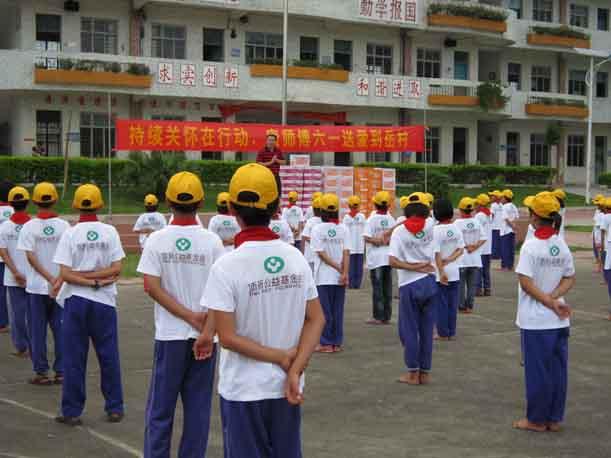 广州增城岳村小学六一关怀活动
